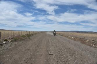dirt road to Chaltén