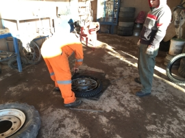 San Pedro front tyre change