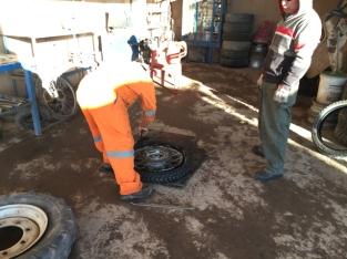 San Pedro front tyre change