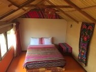 room on Uros Khantati
