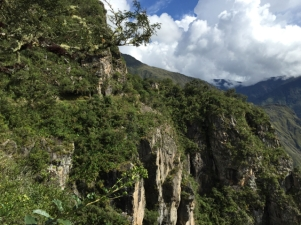 way to Inka bridge Machu Picchu